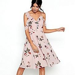 Chi Chi London - Pink floral print 'Leasha' dress