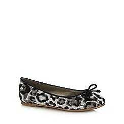 bluezoo - Kids' Silver Leopard Print Pumps