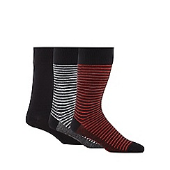 Levi's - Pack of three navy plain and striped socks in a gift box