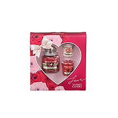 Yankee Candle - Small jar and scented votive candles gift set