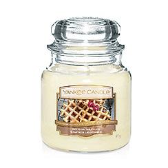 Yankee Candle - Medium Belgian Waffles Scented Jar Candle