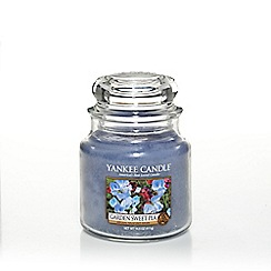 Yankee Candle - Medium classic 'Garden Sweet Pea' scented jar candle