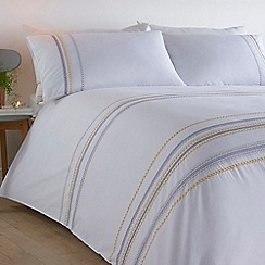 Home Collection - White 'Astrid' bedding set