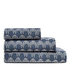 Home Collection Basics - Dark blue scallop bath towel