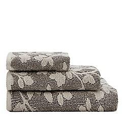 Christy - Light grey 'Cambridge' leaf print towel