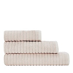 Christy - Pale pink 'Burlington' towel