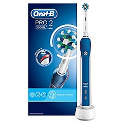 Oral-B - PRO 2000 CrossAction Electric Toothbrush