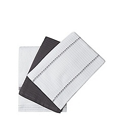 Home Collection - Set of three grey 'Stockholm' hand towels