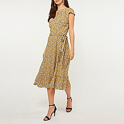 Dorothy Perkins - Billie & Blossom Tall Yellow Floral Print Fit and Flare Dress