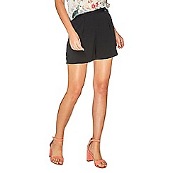 Dorothy Perkins - Black pleated shorts