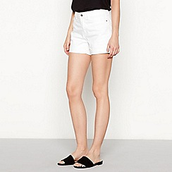 Vero Moda - White slim fit denim shorts
