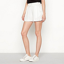 Simple Stories - White 'Johanne' loose fit shorts
