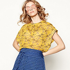 Lolly's Laundry - Yellow leaf print short batwing sleeve top