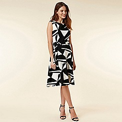 Wallis - Petite monochrome geometric print fit and flare dress