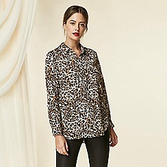 Wallis - Petite stone animal print utility shirt