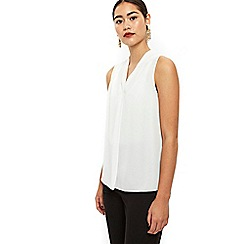 Wallis - Ivory v neck sleeveless top