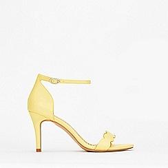 Wallis - Lemon Scalloped Sandal