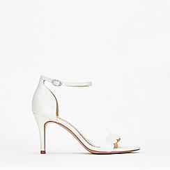 Wallis - White Scalloped Sandal