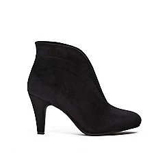 Wallis - Black v throat cut ankle boots