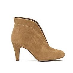 Wallis - Camel v throat cut ankle boots