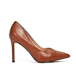 Wallis - Ochre toe cap pointed court shoes