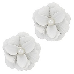 Red Herring - Pearl flower stud earrings