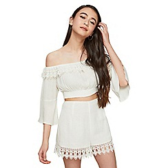 Miss Selfridge - Petite cream lace hem shorts