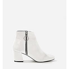 Miss Selfridge - Azar white patent zip up boots