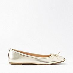 Miss Selfridge - Lily Gold Bow Detail Ballerina Pumps