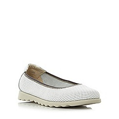 Roberto Vianni - White 'Eaton' comfort perforated flat shoes