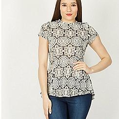 Izabel London - Multicoloured short sleeve lace top