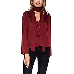 Amalie & Amber - Dark red shirt with choker