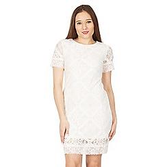 Izabel London - White short sleeve lace dress