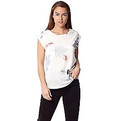 Izabel London - White floral print t-shirt top
