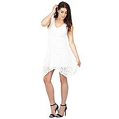 Izabel London - White asymmetric lace dress