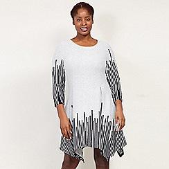 Izabel London Curve - Grey 3/4 Sleeves Printed Dress
