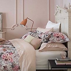 Christy - Pink 'Harlow' 200 Thread Count Cotton percale Bedding Set