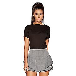 Quiz - Grey check frill side shorts