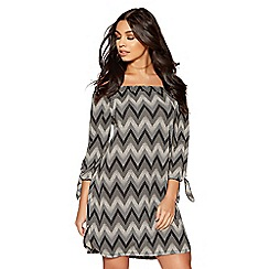 Quiz - Black and stone zig zag print tunic dress