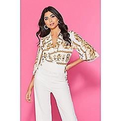 Quiz - TOWIE cream and gold scarf print bodysuit
