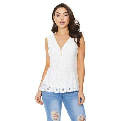 871253ca2c06a5 Quiz - Cream lace sleeveless dip hem top