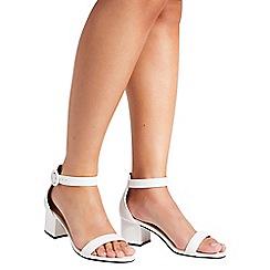 Quiz - White round buckle low heel sandals