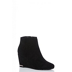 Quiz - Black faux suede wedge heel ankle boots