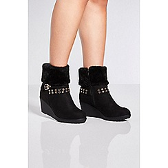 Quiz - Black faux fur wedge ankle boots