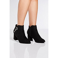 Quiz - Black triple circle block heel ankle boots