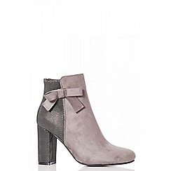 Quiz - Grey bow shimmer back ankle boots