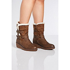 Quiz - Tan faux suede wedge calf boots