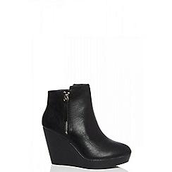 Quiz - Black zip detail wedge ankle boot