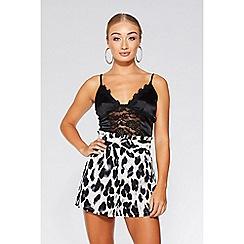 Quiz - Cream black and grey leopard print shorts