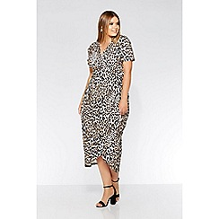 412ba00853 Quiz - Curve leopard print wrap dress